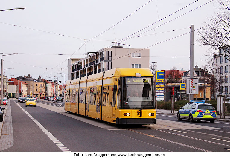 die stra enbahn in dresden der ngt6dd niederflur stra enbahnwagen der dvb fotos von lars. Black Bedroom Furniture Sets. Home Design Ideas