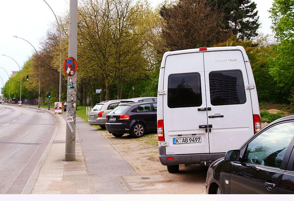 verkehrspolitik in hamburg autos parken auf gehweg. Black Bedroom Furniture Sets. Home Design Ideas