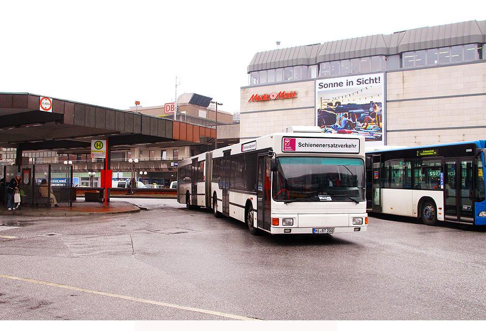 http://www.larsbrueggemann.de/fotos-busse4-630px/529ewd-bahnhof-altona-sev-bus.jpg