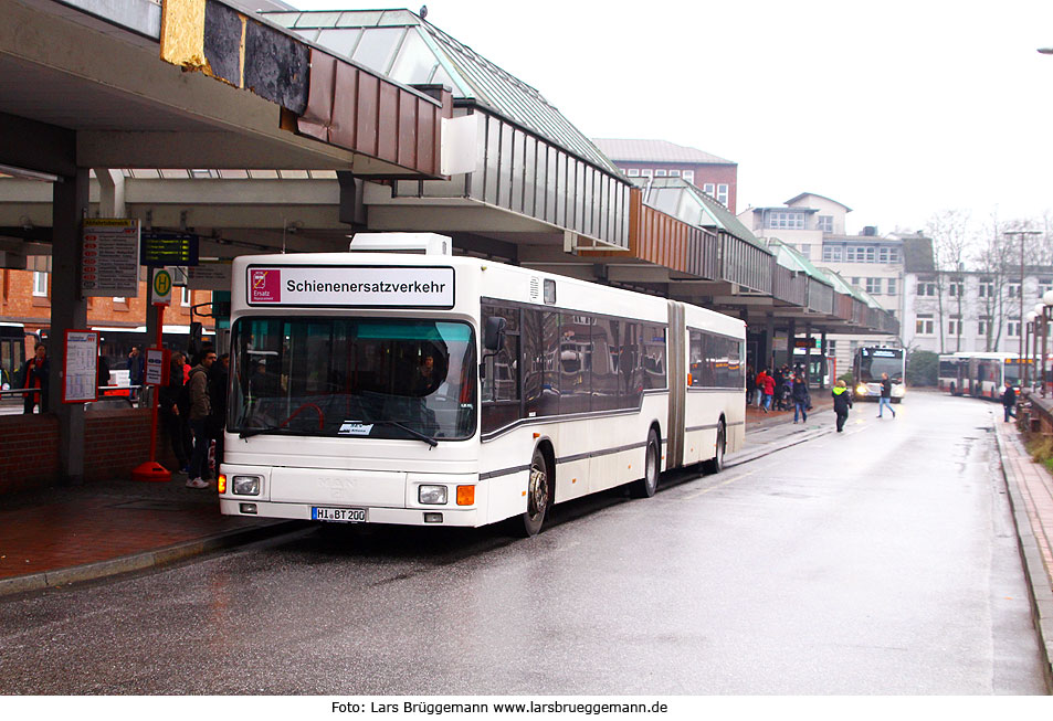 http://www.larsbrueggemann.de/fotos-busse4-630px/529ewd-sev-bus-bahnhof-altona.jpg