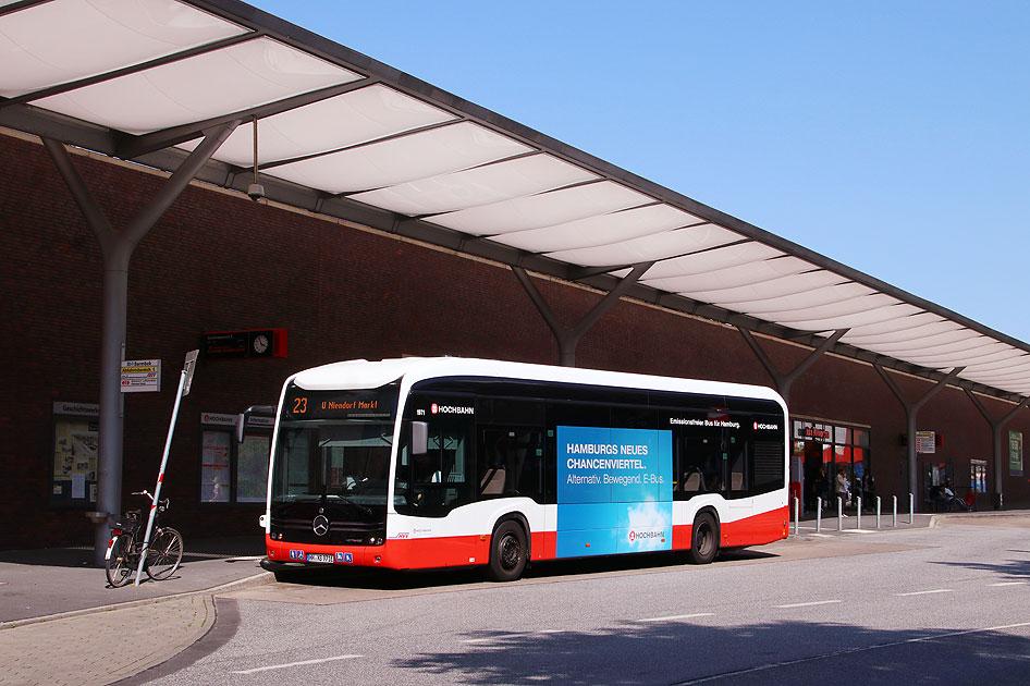 http://www.larsbrueggemann.de/fotos-busse6-630px/529ewd-foto-hochbahn-elektrobus-barmbek-2.jpg