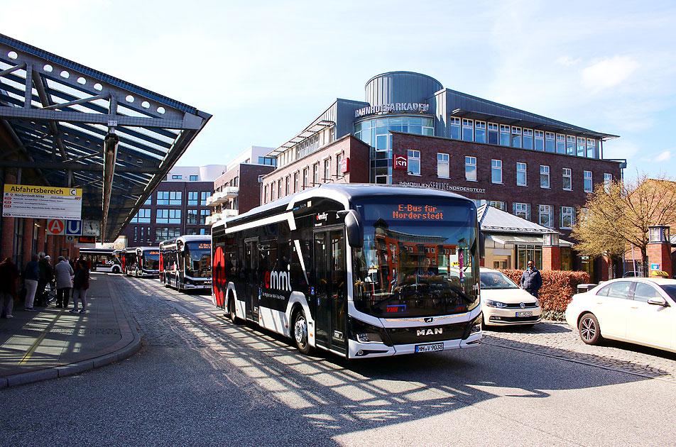 http://www.larsbrueggemann.de/fotos-busse7-630px/529ewd-elektrobusse-norderstedt-mitte-2.jpg