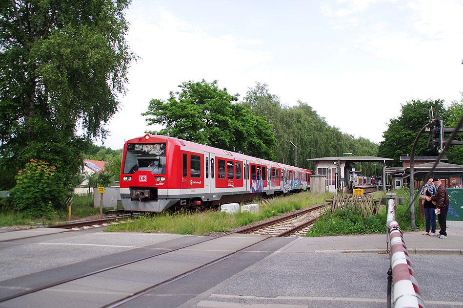 http://www.larsbrueggemann.de/fotos-eb-14-630px/529ewd-suelldorf-bahnuebergang.jpg